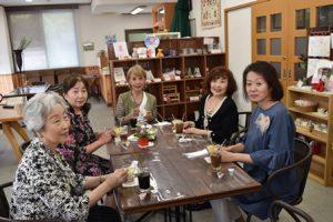 ショップpansyにて、tea timeを楽しんでいただきました。メニューは、桃花塾製菓のココナッツババロア?です