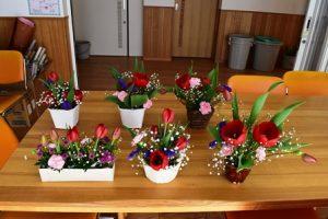 華道部~3月のお稽古・季節のテーブル花