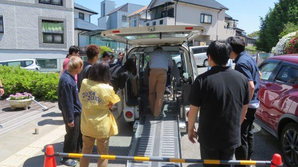 交通安全委員会 車椅子固定実習