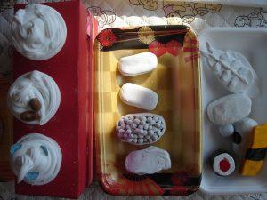 今日のピーチサークル⑰ 絵の具あそびをしよう ~お寿司屋さんごっこに向けて~