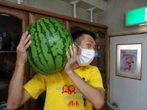 とても大きなスイカでした!~成人部納涼プログラム②~
